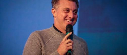 Ex-apresentador do SBT e Rede TV chama Luciano Huck de 'babaca' e 'canalha'. ( Arquivo Blasting News )