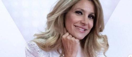 Adriana Volpe condurrà un programma a partire dal 29 giugno su Tv8, al fianco di Alessio Viola.