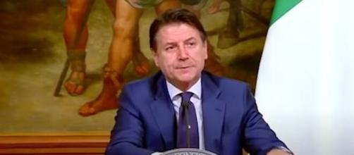Giuseppe Conte, presidente del Consiglio: il suo governo potrebbe saltare per il voto sul Mes.