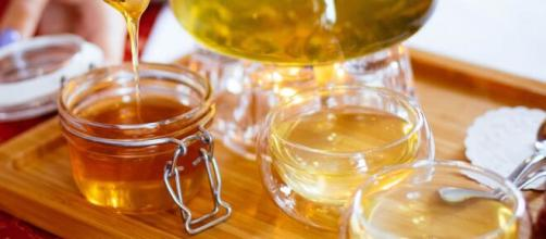 O mel de abelha pode ser um substituto saudável para o açúcar. (Arquivo Blasting News)