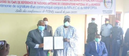Signature du communiqué conjpoint Minfopra et Minjec (c) Minjec