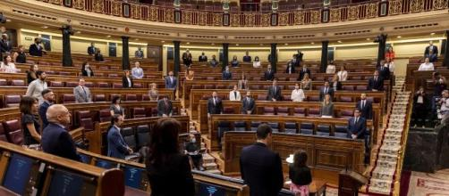 Ante las críticas, los diputados del PSOE, PP... defienden la importancia de donar sus dietas