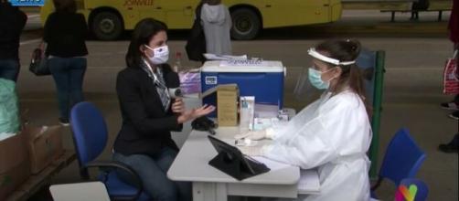 Kelly Borges repórter da Record foi pega de surpresa ao receber o diagnóstico positivo de Covid-19. (Reprodução/Record TV)