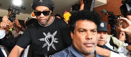 Ronaldinho e seu irmão foram presos com passaportes falsos no Paraguai. (Arquivo Blasting News)