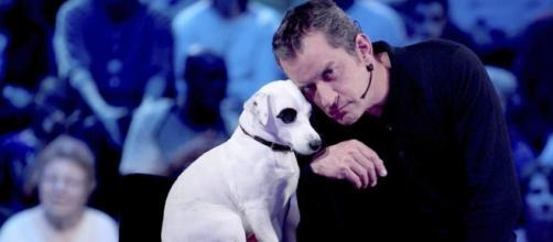 Christophe Dechavanne pleure la mort de son chien - Photo capture d'écran vidéo YouTube