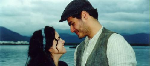 O casal protagonista Matteo e Giuliana em 'Terra Nostra'. (Arquivo Blasting News)