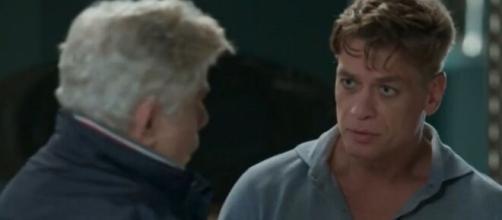 O pai de Arthur incentiva que o empresário se relacione com Eliza para esquecê-la, em 'Totalmente Demais'. (Foto: Globo).
