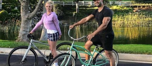 Britney Spears pasea en bicicleta por primera vez después de la cuartentea