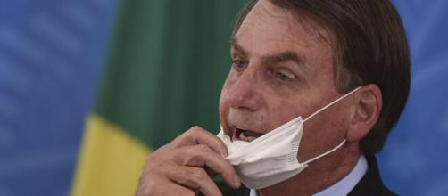 Jair Bolsonaro mais uma vez não assume responsabilidade na crise da pandemia. (Arquivo Blasting News)
