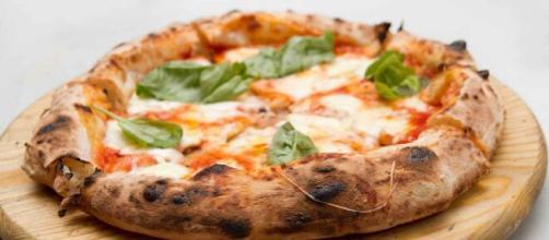 Pizza Margherita, il Made in Italy in longevità e felicità , resiliente con - 50% vendite.