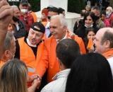Gilet arancioni in piazza del Popolo a Roma.