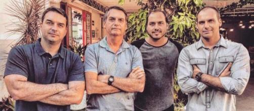 Bolsonaro e os filhos foram alvo da ação de hackers. (Arquivo Blasting News)