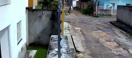 Menina reage a assalto e torce braço de criminoso usando golpe de capoeira no Piauí. (Reprodução/Arquivo Pessoal)