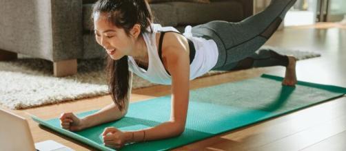 Treinar em casa pode agregar inúmeros benefícios. (Arquivo Blasting News)