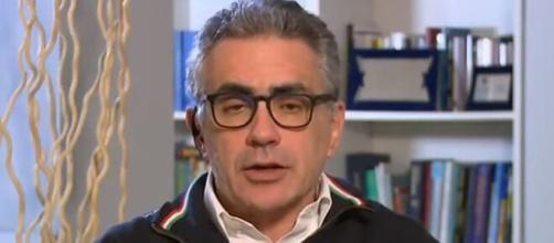 Fabrizio Pregliasco invita a mantenere comportamenti adeguati.