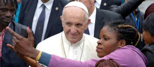 Papa Francesco criticato da Diego Fusaro.