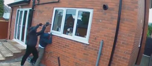 Clueless burglars caught breaking into home on CCTV in daylight. [Image source/Daily Mail YouTube video]