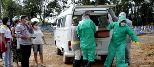 Governo brasileiro recua e admite ascensão da Covid-19. (Arquivo Blasting News)