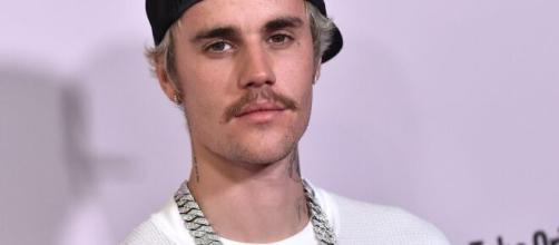 Justin Bieber è stato accusato da due donne su Twitter di aver abusato di loro.