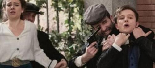 Una vita, trame spagnole: Cristobal uccide Ariza, Genoveva e Samuel decisi a fuggire.