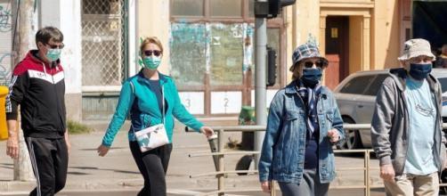 Coronavirus Campania, mascherine facoltative all'aperto dal 22 giugno.