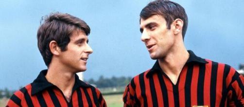 Pierino Prati con la maglia del Milan insieme a Gianni Rivera nella stagione 1968/69.