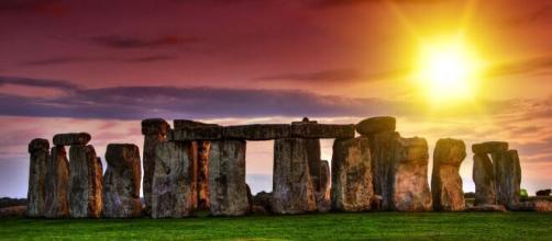 Solstizio 2020, la nascita dell'estate ammirata online dal sito archeologico di Stonehenge.