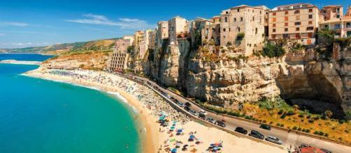 Vacanze in italia: la Calabria. In foto: Tropea, bandiera blu 2020.
