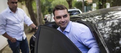 Flávio Bolsonaro decide depor sobre caso envolvendo rachadinhas. (Arquivo Blasting News)