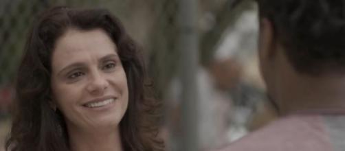 Rosângela conversa com Montanha em sequência de 'Totalmente Demais'. (Reprodução/TV Globo)