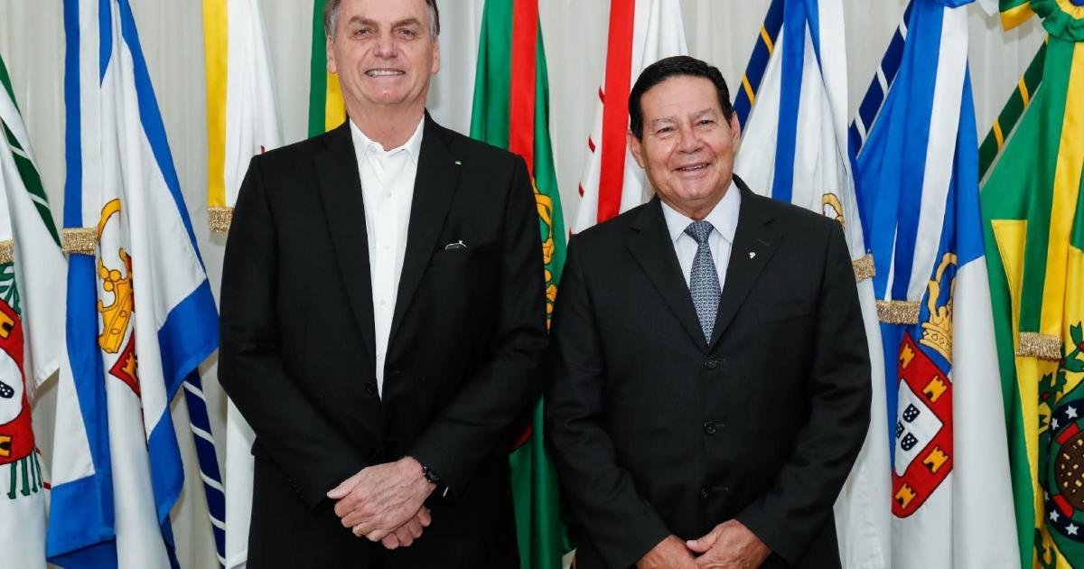 TSE arquiva ação contra chapa Bolsonaro-Mourão por outdoors em 2018 thumbnail