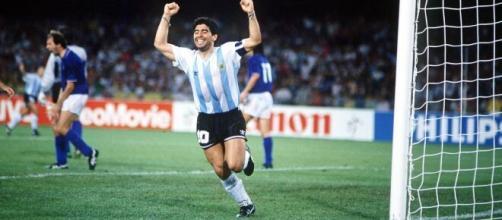 Diego Maradona, l'esultanza dopo il rigore realizzato a Napoli contro l'Italia ai Mondiali 1990.