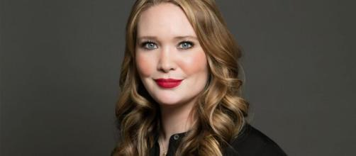 Sarah J. Maas unveils new covers for A Court of Thorns and Roses ... - ew.com
