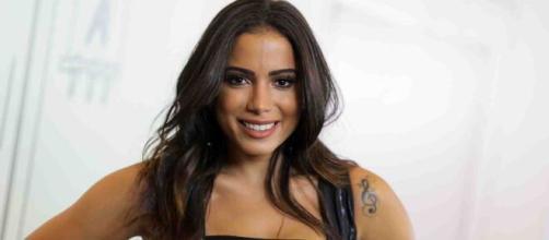 Anitta é internada em São Paulo após ser diagnosticada com trombose na perna. ( Arquivo Blasting News )