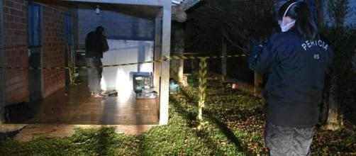 Corpo foi encontrado na garagem de casa. (Reprodução/RBS TV)