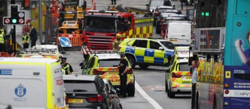 Scozia, diverse persone accoltellate in centro a Glasgow: tre morti tra cui l'assalitore ucciso dalla polizia.