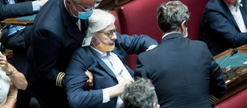 Vittorio Sgarbi denuncia Carfagna e Bartolozzi.