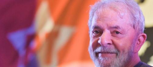 Ex-presidente Lula criticou ações do governo federal no combate à pandemia no Brasil. (Arquivo Blasting News)