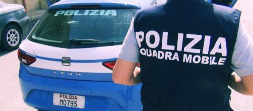 Gli arresti sono stati effettuati dagli agenti della Squadra Mobile della Polizia.