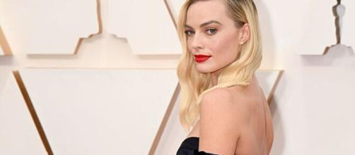 Margot Robbie to star in female-fronted 'Pirates of the Caribbean ... (Image via ABCNews/Youtube)