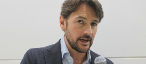 Roberto Farnesi de Il paradiso delle Signore: fuga romantica prima di tornare sul set.