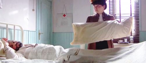 Una vita, trame Spagna: Laura tenta di uccidere Felipe una volta uscito dal coma.