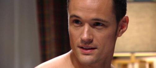 Beautiful, anticipazioni del 29 giugno: Flo confessa a Thomas che Phoebe è Beth.
