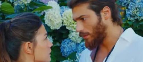 Erkenci Kuş, trame fino al 10 luglio: Aydin decisa a dichiararsi al fratello di Emre.