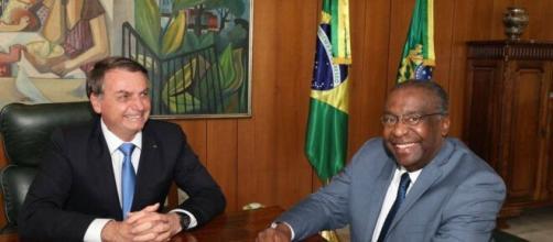 Governo adia posse do novo ministro da Educação, Carlos Decotelli ... - com.br