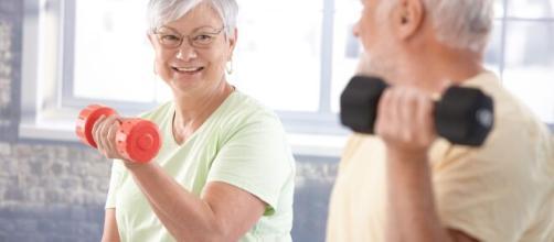 Musculação na terceira idade pode ser uma excelente forma de colocar o corpo em movimento. (Arquivo Blasting News)