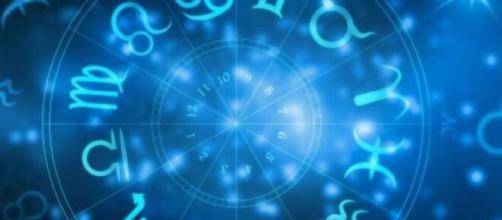 Previsioni astrologiche del 1° luglio: relax per i Gemelli, evasione per l'Ariete.