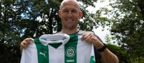 Robben decidiu desistir da aposentadoria e retornar para o Groningen. (Arquivo Blasting News)