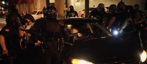 Após ataques a jovens negros, policiais de Atlanta são acusados de terem usado força excessiva. (Reprodução/Redes Sociais)