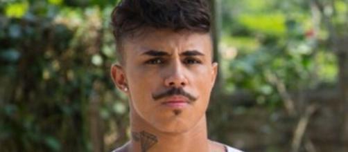 Livinho comenta acusações de assédio e racismo. (Arquivo Blasting News)